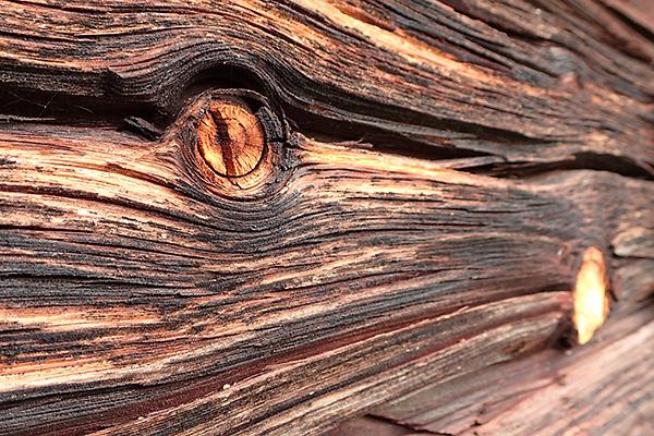 Visst är gammalt trä vackert!